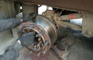 Установка тормозных дисков для полуприцепов