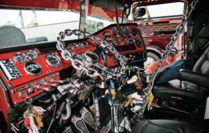 Как обустроить кабину дальнобойщика для работы