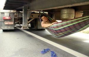 На чем спит дальнобойщик в пути
